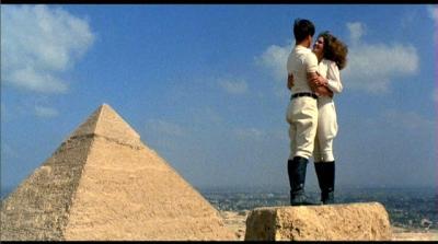 Encima de las pirámides