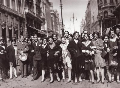 Alfonso :Manifestación de las modistillas pidiendo novio a San Antonio de la Florida 1933.